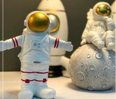 Decoraçao Astronauta Branco com Dourado em Resina