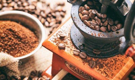 Moedor de Cafe Manual Brown Retrô
