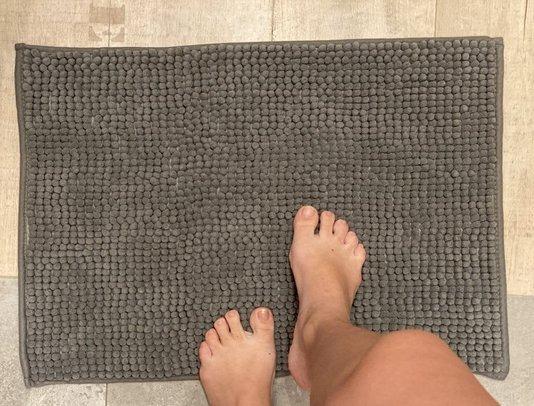 Tapete Bolinha 40x60 cm em Poliester Cor Chumbo